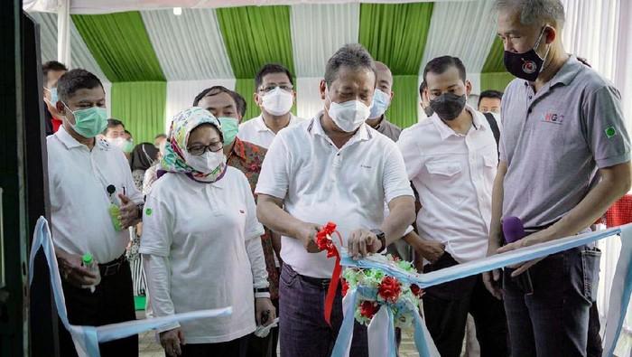 Menteri Kelautan dan Perikanan, Sakti Wahyu Trenggono meresmikan Pusat Koi dan Maskoki Nusantara di Raiser Ikan Hias Cibinong, Kabupaten Bogor, Jawa Barat.