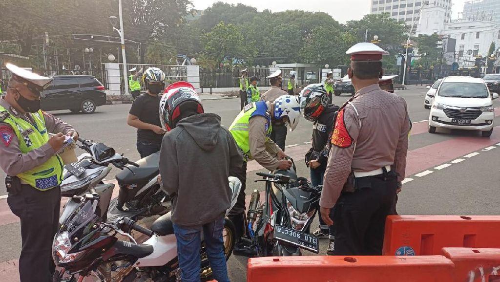 Razia Kendaraan Berknalpot Bising di Sekitar Istana, 182 Pemotor Ditilang