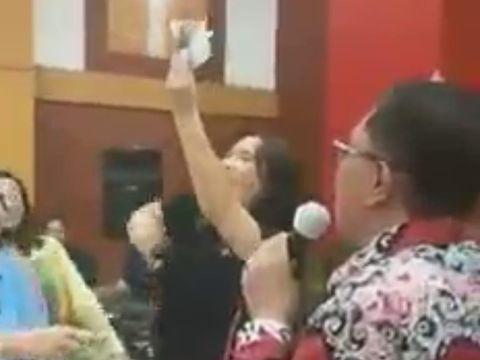 viral wali kota blitar nyanyi tanpa prokes