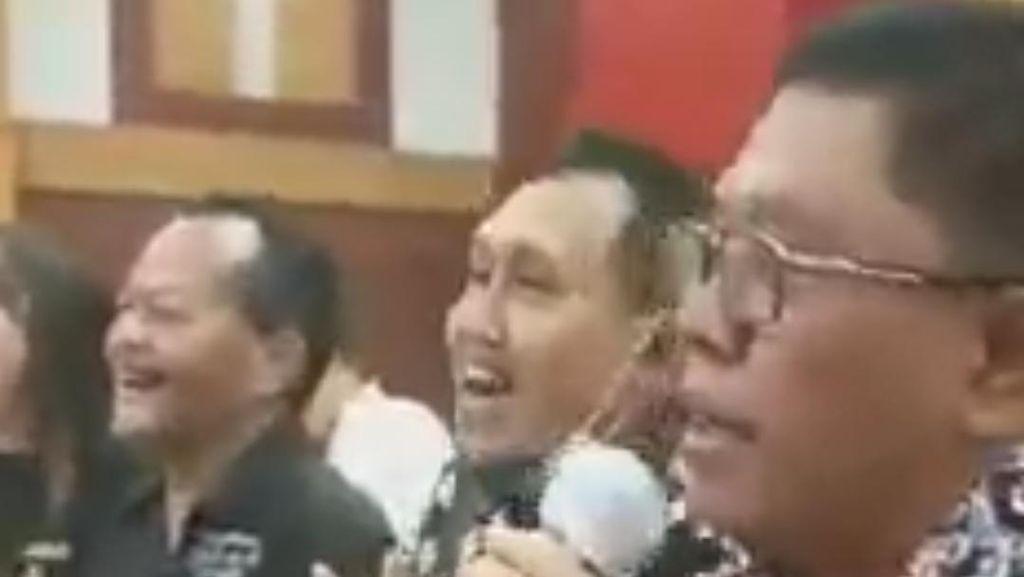 Wali Kota Blitar Bantah Nyanyi dan Jogetnya yang Tanpa Masker Langgar Prokes
