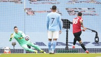 Penalti Bruno Fernandes Bawa MU Ungguli Man City di Babak I