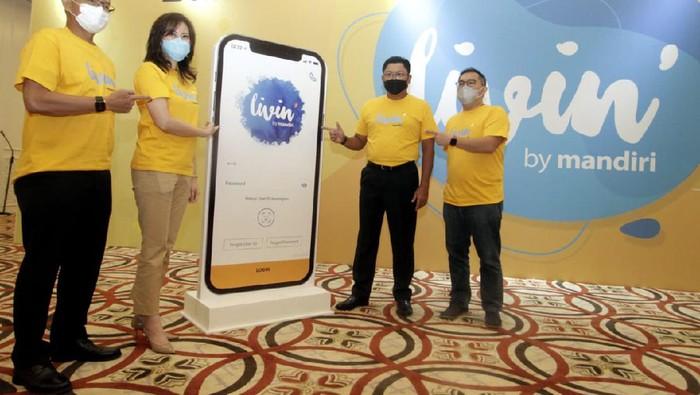 Bank Mandiri memperkenalkan Livin' by Mandiri. Livin' by Mandiri adalah pengganti nama aplikasi Mandiri Online yang akan disempurnakan.