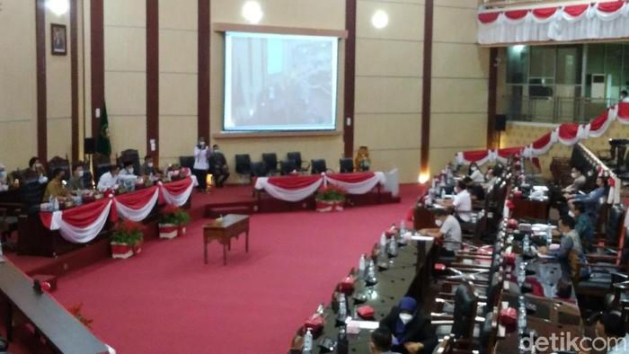 DPRD dan Pemko Medan rapat paripurna menetapkan ranperda 2021. Dalam rapat, Walkot Medan Bobby Nasution mengungkap 5 program prioritas. (Datuk Haris/detikcom)