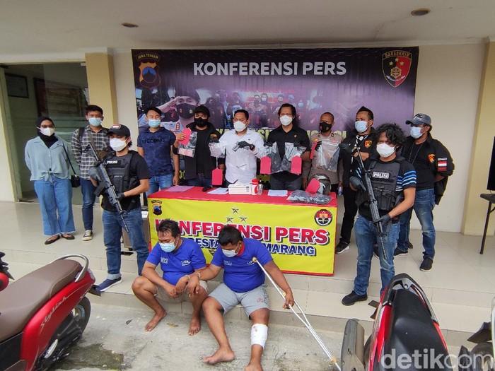 Dua pencuri motor yang menembak korban dengan airgun, di Mapolrestabes Semarang, Senin (8/3/2021).