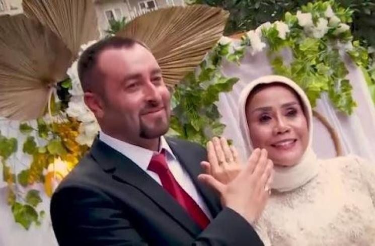 Emma Fauziah dan suami