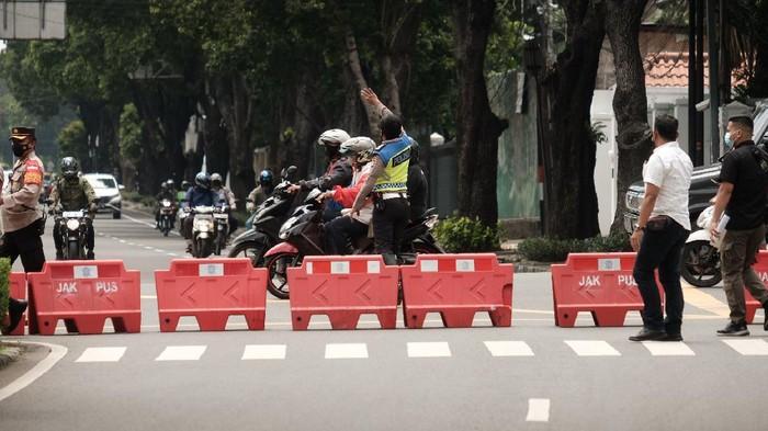 Jalan depan Gedung KPU ditutup jelang kedatangan massa AHY (Foto: Andhika Prasetia/detikcom)