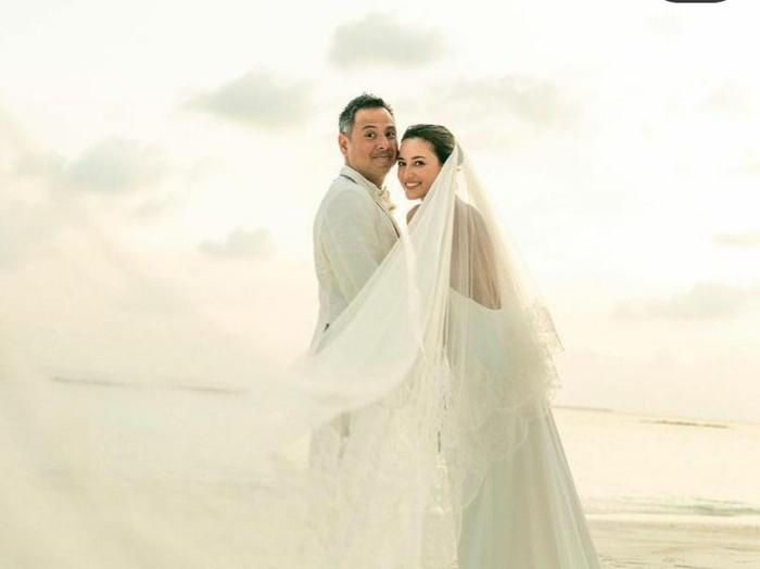 Julie Estelle menikah