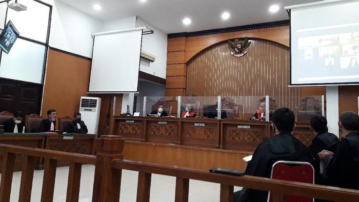 Sidang Jumhur Hidayat kasus penyebaran berita bohong di PN Jaksel, Senin (8/3/2021).