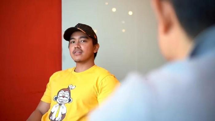 Putusnya hubungan asmara Kaesang Pangarep dengan Felicia Tissue membuat ayahnya, Presiden Jokowi, ikut dicolek-colek keluarga mantan kekasihnya.