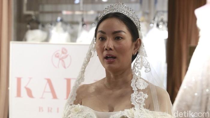 Ini Gaun Pernikahan Kalina Oktarani