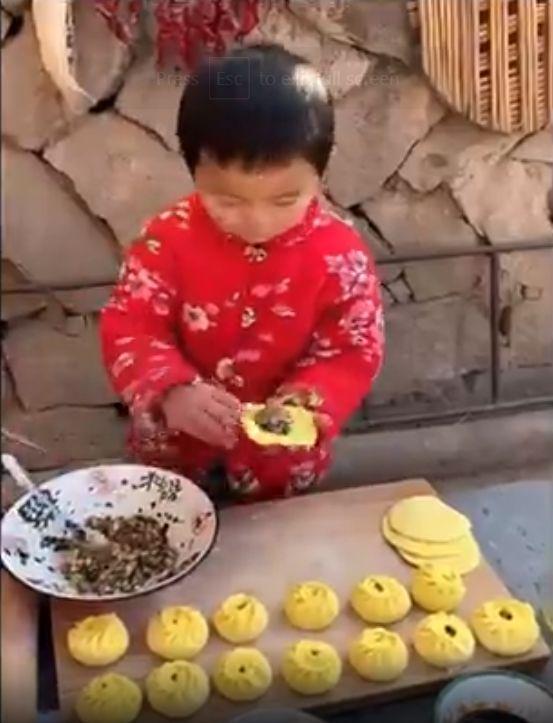 Keren! Bocah 8 Tahun Ini Jago Buat Bakpao hingga Kue
