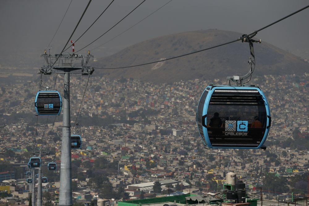 Di banyak Negara, kereta gantung menjadi salah satu wahana dalam pariwisata ataupun ski. Namun di Meksiko City, dijadikan transportasi publik dan dinilai murah.
