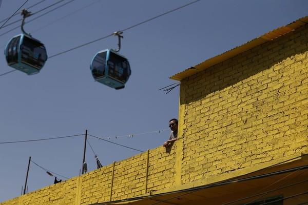 Jalur yang baru diresmikan adalah Stasiun Indios Verdes dengan area atas Cuatepec. (AP Photo/Rebecca Blackwell)