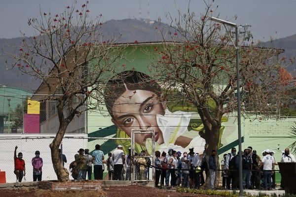 Cablebus menjadi pilihan Meksiko karena lebih mudah dan cepat untuk masyarakat. (AP Photo/Rebecca Blackwell)