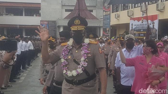 Komjen Paulus Waterpauw usai upacara sertijab Kapolda Papua (Wilpret S/detikcom)