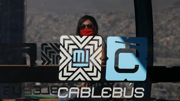 Cablebus juga dinilai efisien karena tak akan menggannggu jalur mobil, lalu lintas hingga pembangunan di Amerika Latin. (Rebecca Blackwell/AP)