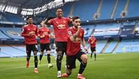 Karena Manchester United Belum Kibarkan Bendera Putih