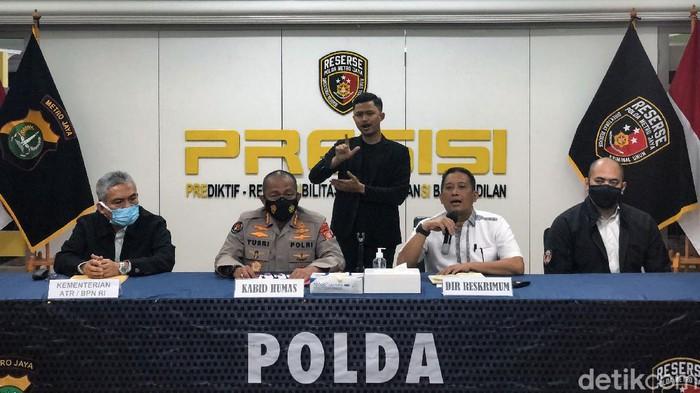 Polda Metro Jaya mengklarifikasi terkait tudingan adanya salah satu subdirektorat yang membekingi mafia tanah. Polda Metro Jaya menegaskan menyidik perkara itu secara profesional.