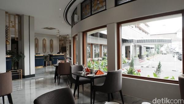 Bangunan ini dulu digunakan di zaman kolonial Belanda sebagai hotel dan tempat jamuan makanan khas Belanda, sampai saat ini bentuknya dipertahankan sebagai bangunan heritage.