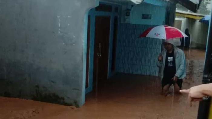 Rumah di kawasan Padasuka Sumedang terendam banjir