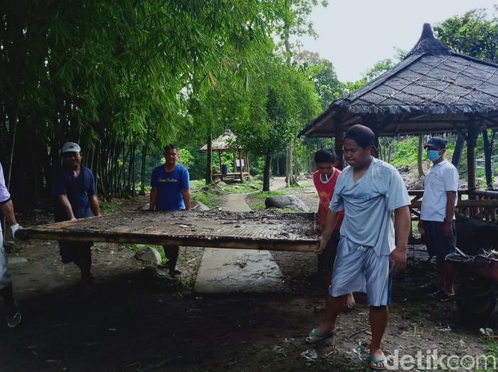 Tiga objek wisata di dekat Umbul Ponggok Klaten diterjang banjir bandang, Minggu (8/3/2021).