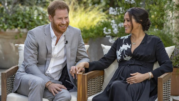 This image provided by Harpo Productions shows Prince Harry, left, and Meghan, Duchess of Sussex, speaking about expecting their second child during an interview with Oprah Winfrey. Oprah with Meghan and Harry: A CBS Primetime Special airs March 7 as a two-hour exclusive primetime special on the CBS Television Network. (Joe Pugliese/Harpo Productions via AP)