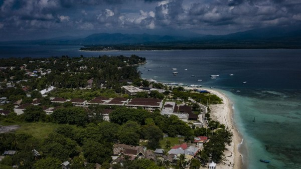 Kepulauan Gili merupakan salah satu destinasi wisata keunggulan Lombok yang terdiri dari tiga pulau, yaitu Gili Trawangan, Meno, dan Air.