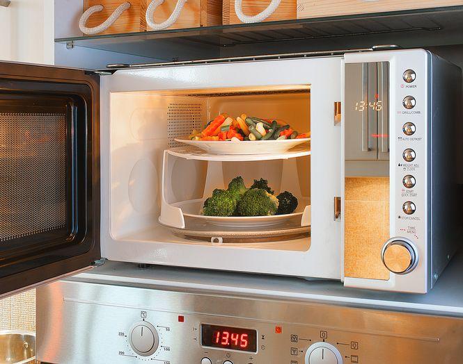 7 Mitos Keliru Tentang Microwave yang Tidak Perlu Kamu Percaya