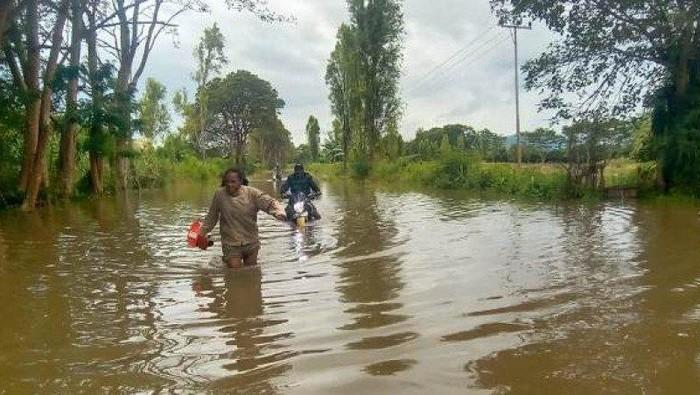 Banjir di Jayawijaya. (Antara/HO-BPBD Jayawijaya Arlin C)