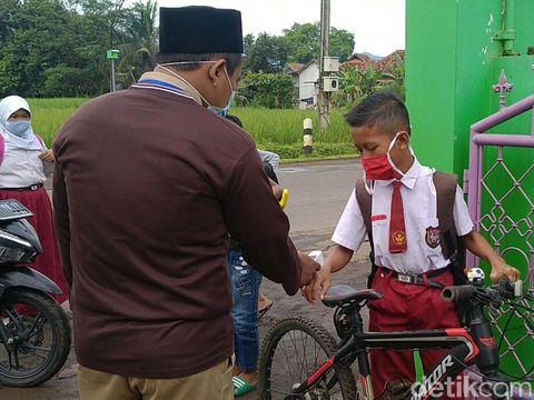 Hari pertama sekolah tatap muka di SDN Pandansari, Batang, Selasa (9/3/2021).