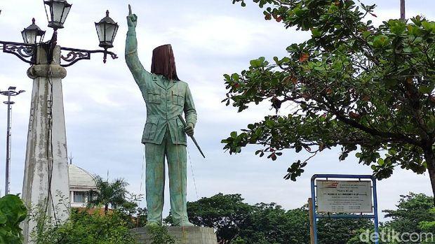 Kawasan Kota Lama  Semarang punya ikon baru yaitu patung presiden pertama, Soekarno atau Bung Karno setinggi 17 meter. Patung tersebut dibuat oleh seniman asal Bali.