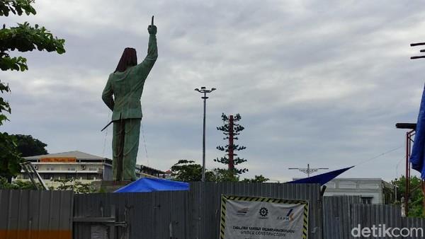 Pembangunan patung merupakan salah satu daru protej penataan kawasan stasiun yang terdiri dari tiga paket pekerjaan pembangunan, yaitu pembangunan plaza patung Bung Karno, pembangunan masjid stasiun yang bisa menampung 1.000 jamaah dan pembangunan gate-in/gate-out. (Angling Adhitya Purbaya/detikcom)