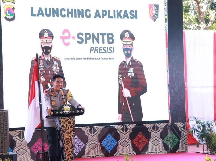 Kapolda NTB Irjen Mohammad Iqbal meluncurkan aplikasi E-SPNTB Presisi