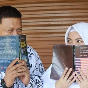 10 Foto Mesra Pasangan Guru dan Murid di Jakarta yang Pernikahannya Viral