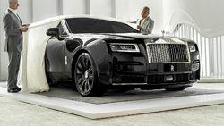 Honda City Hatchback RS dan Mobil Sultan Rolls-Royce Ghost Curi Perhatian
