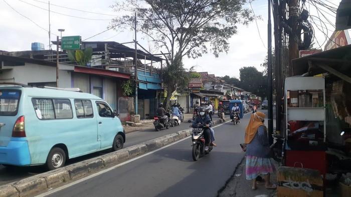 Suasana Jl Moh Kahfi 1, Jagakarsa,  yang diatur oleh petugas Dishub