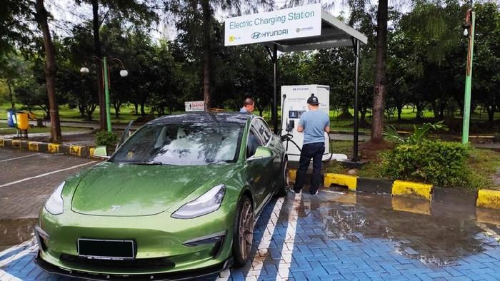 Tempat Ngecas Mobil Listrik di Rest Area Jalan Tol
