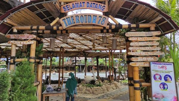 Berada di kawasan Desa Wisata Pujon Kidul terdapat kawasan ala pedesaan koboi. The Roudh berasal dari kata Raudhah yang berarti taman, 7 berarti tujuan dan 8 angka yang tak pernah putus. (Rengga Sancaya/detikcom)