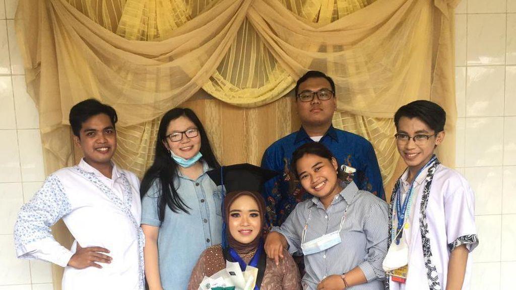 Viral Bikin Senyum, Wisuda Rasa Pernikahan, Ada Sungkem Orangtua
