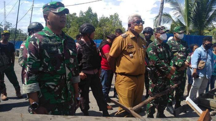 Wabup dan Dandim Mimika temui keluarga korban penembakan di Poumako, Mimika, Papua