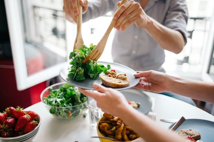 Apa Benar Makan Salad Bikin Kurus? Ini Kata Pelatih Kebugaran