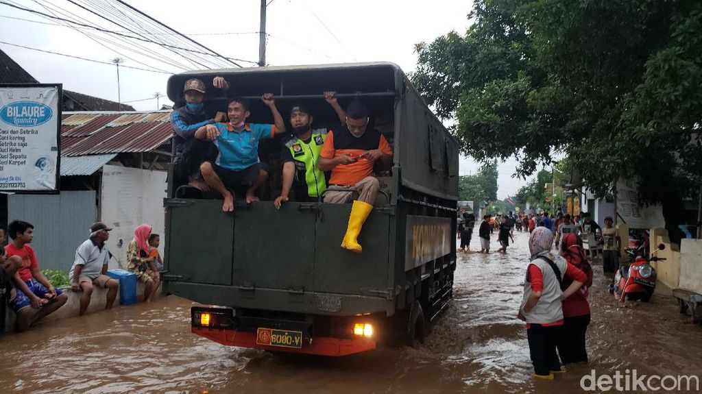 5.692 Jiwa Terdampak Banjir Luapan Sungai Kedung Galeng Probolinggo