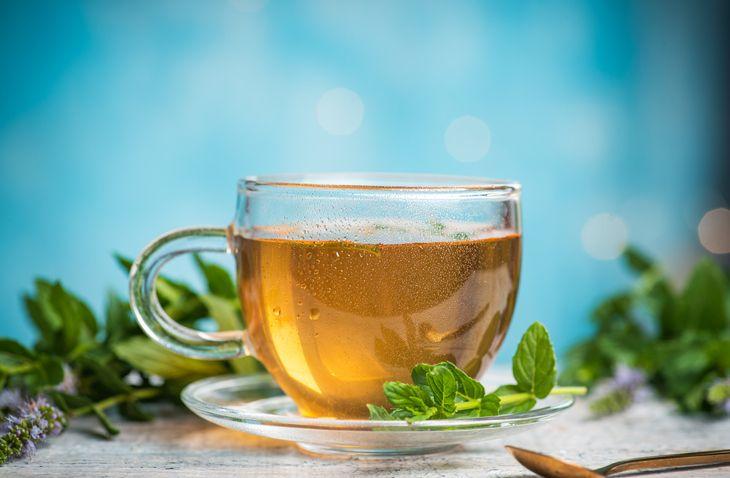 cara minum teh untuk kecilkan perut yang tepat.