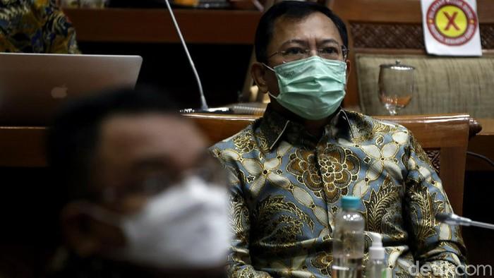 Eks Menkes dr Terawan Agus Putranto hadiri rapat kerja bersama Komisi IX DPR. Ia turut pamerkan Vaksin Corona Nusantara yang disebut aman untuk digunakan warga.