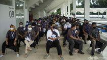 Giliran Pegawai BUMN Antre Vaksinasi Corona di Istora Senayan
