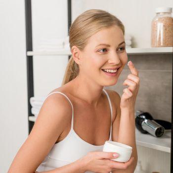 Ilustrasi skincare yang aman untuk ibu hamil
