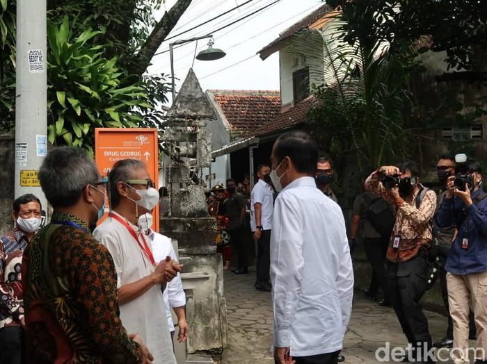 Jokowi pantau vakksinasi Corona untuk seniman
