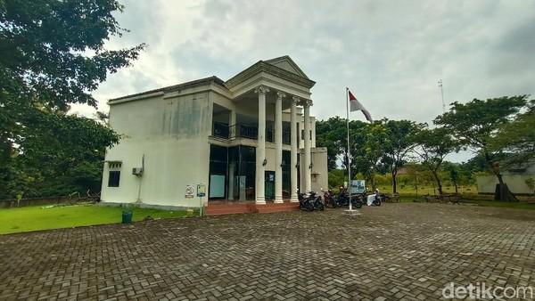 Bangunan museum terdiri dari satu gedung berlantai dua. Lokasinya di lahan milik desa setempat. Kondisi bangunan tampak kurang terawat. Terlihat juga tembok bangunan mulai luntur. (Dian Utoro Aji/detikTravel)