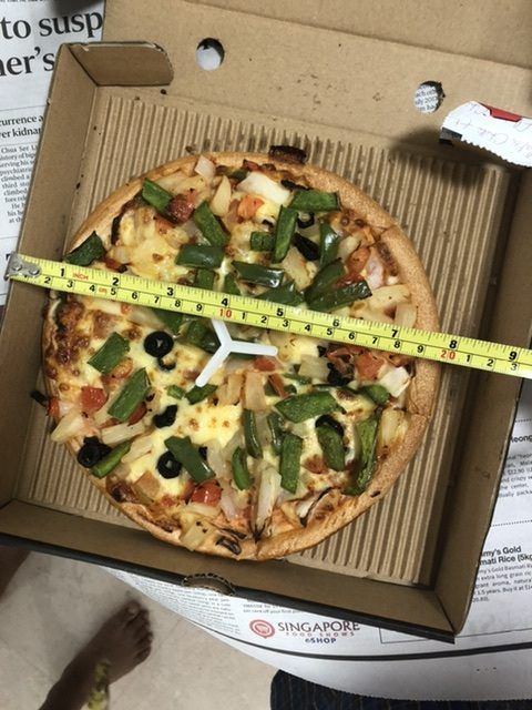 Ogah Rugi! Pria Ini Protes Diameter Pizza yang Dibelinya Kurang 2,5 Cm
