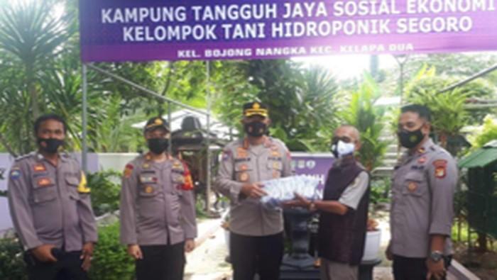 Strategi Kampung Tangguh Jaya Berbasis RW di Zona Merah COVID. Foto dari Kasubdit Bhabin Ditbinmas Polda Metro Jaya AKBP Seli Purba.